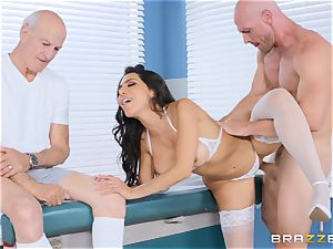 Lela starlet getting humped in the doctors