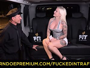 pounded IN TRAFFIC - passionate blondes car triangle pulverizing