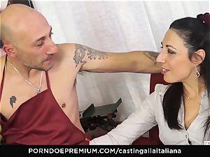 casting ALLA ITALIANA - Italian cougar newcummer likes rectal