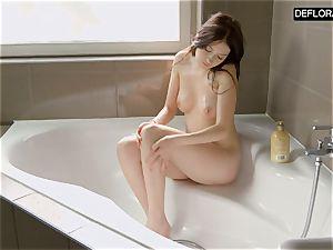 shower gig with Anna Italyanka draining