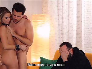 LOS CONSOLADORES - Russian lady consoled in threesome