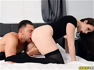 Chanel Preston luvs a fresh stream of cum