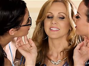 Rahyndee Julia Ann and Blair Summers sapphic three way