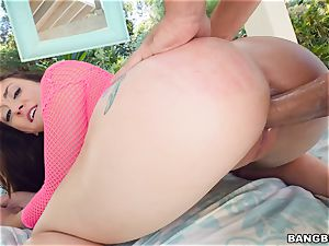 Mandy Muse stuffed in her anus