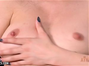 Jericha Jem opens her crevasses broad for you