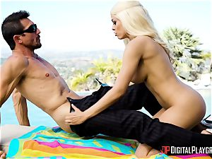 Outdoor ass-fuck sticking with chesty Luna star