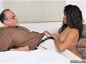 senior and college girl internal ejaculation mommy gonzo Glenn concludes the job!