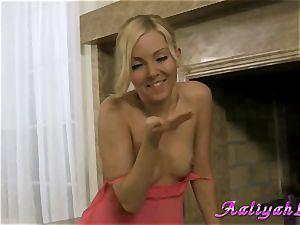 Aaliyah enjoy blond stunner in pinkish dress and panties