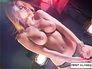witness Jessa Rhodes taking a phat cock down her hatch